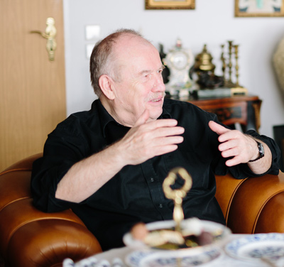 Children book illustrator Klaus Ensikat at his home in Berlin. Photo by Tetjana Lux exclusive for the book of Natalie Ratkovski Talk with the artist